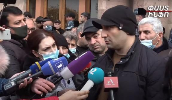 Ժամկետային զինծառայողների ծնողները բավարարված չեն վարչապետի հետ հանդիպումից. Պայմանավորվել են կրկին հանդիպել
